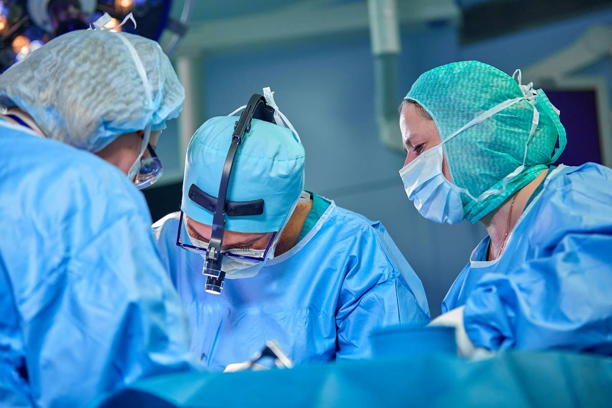 tawam hospital, abu dhabi health services, seha, 2.5 kg, tumour, removed, woman