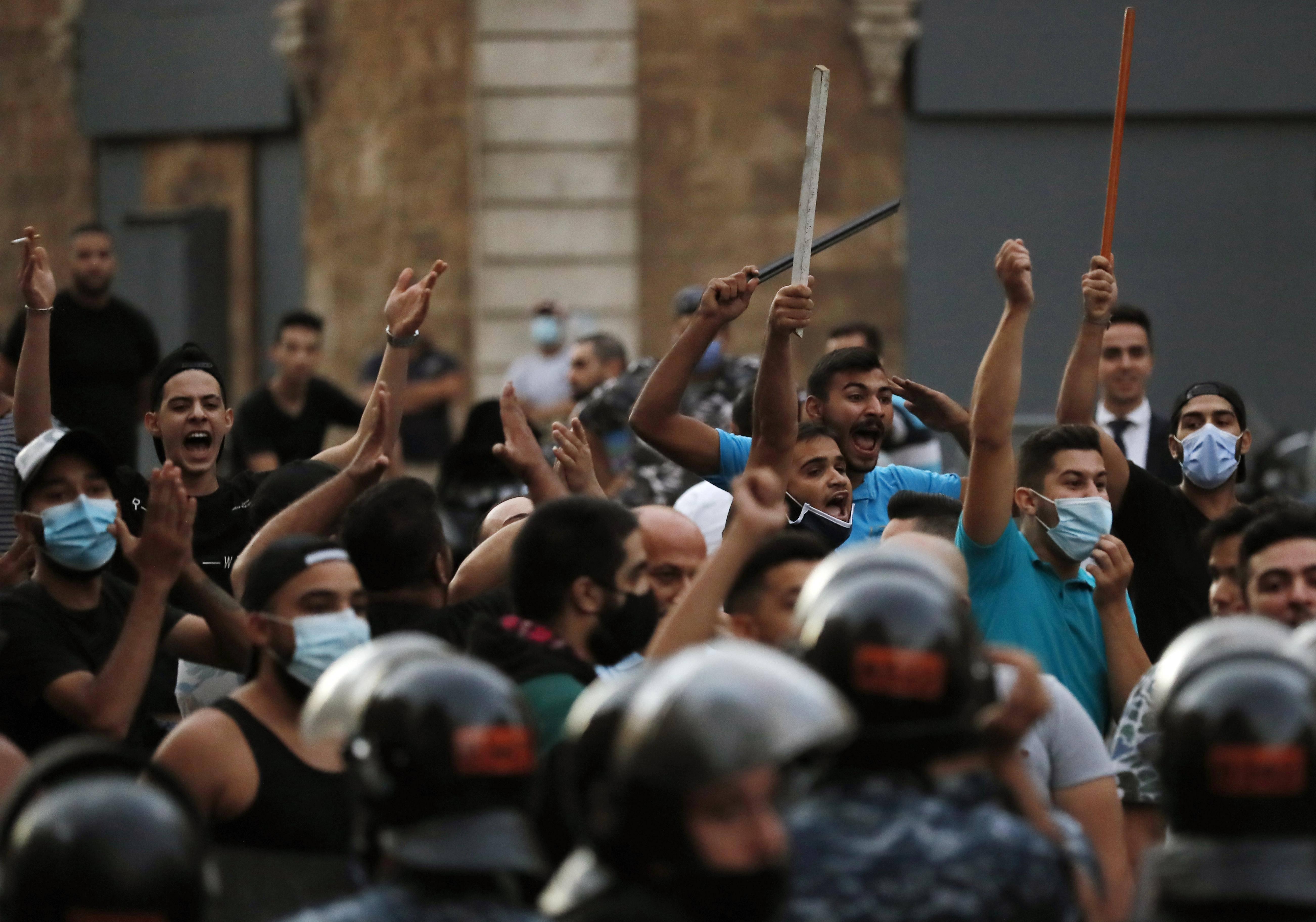 Lebanon's Hariri to return to head cabinet with slim support
