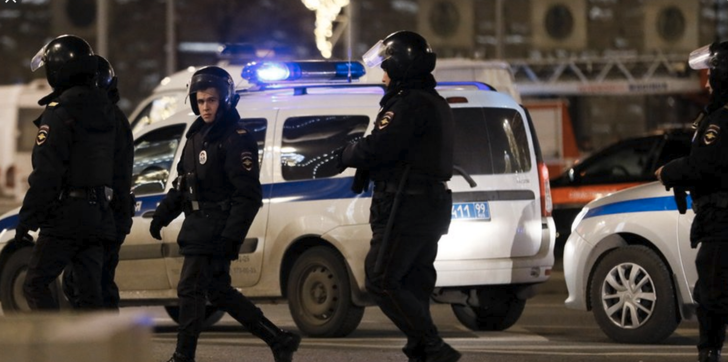 Police in Russia shoot dead teen after he stabs officer - News