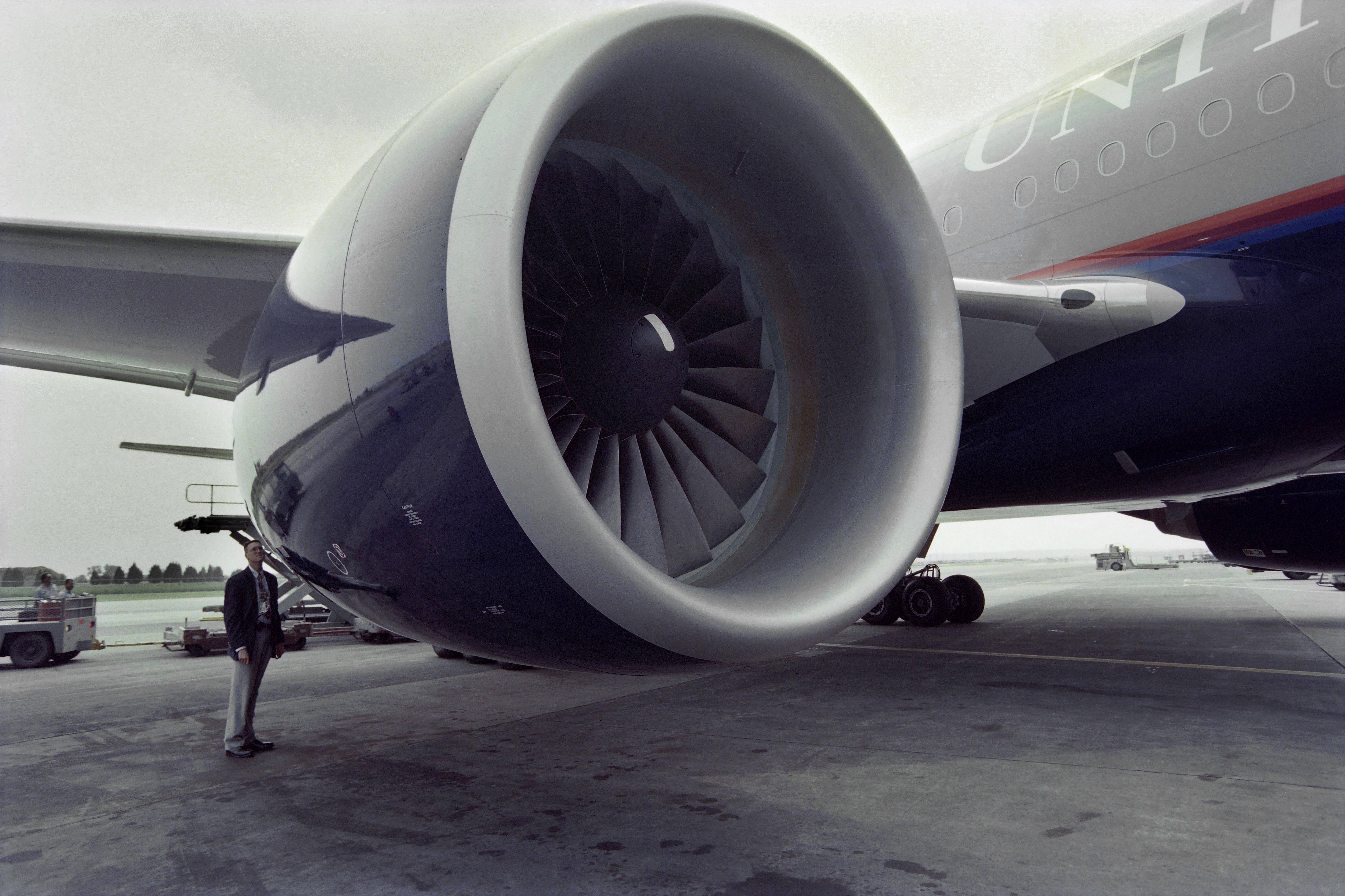 Boeing 777 with engine trouble makes emergency landing - Khaleej Times