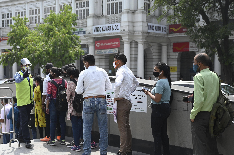 Delhi mulls weekend curfew as daily cases breach 17,000 mark