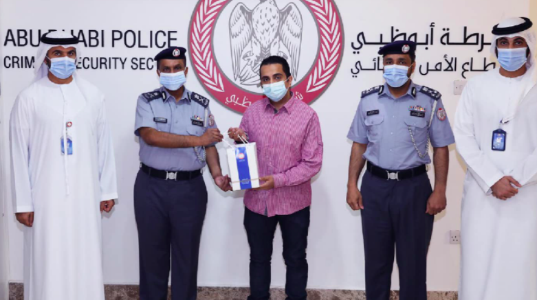 UAE: Expat finds large amount of cash, hands it over to police