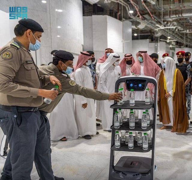 Video: Robots to serve Zamzam water in Makkah, Madina mosques - News |  Khaleej Times