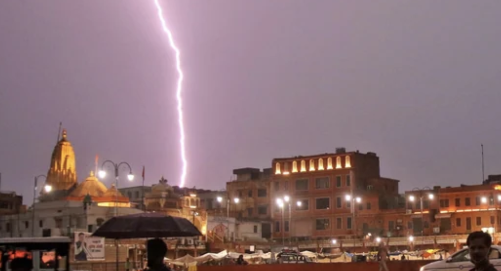 India: Lightning strike kills 11 tourists taking selfies in Jaipur - News |  Khaleej Times