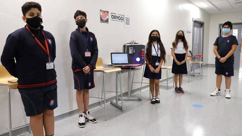 Covid-19 : Des étudiants des Émirats arabes unis créent un dispositif pour empêcher la propagation du virus