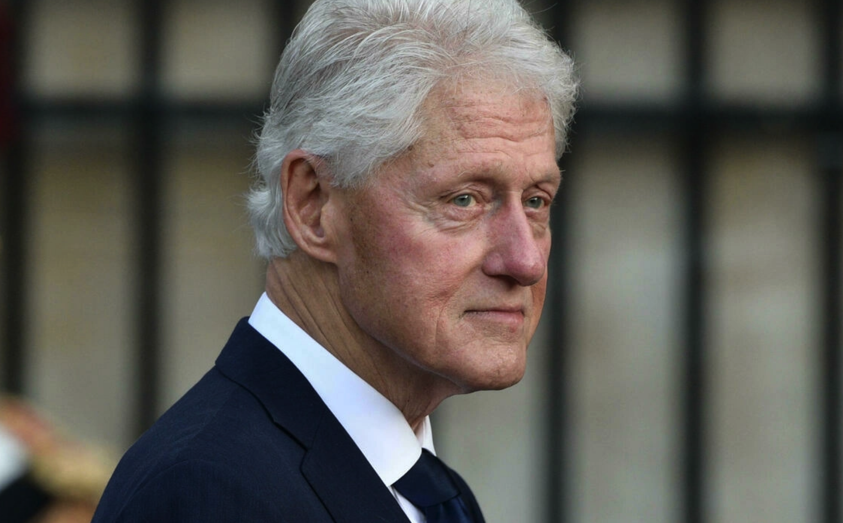 Former US president Clinton leaves hospital after five nights